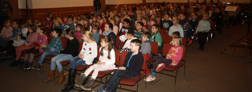 75 Kinder im Theater